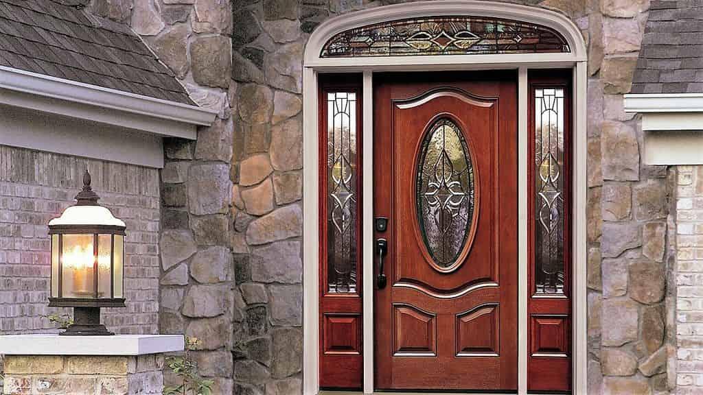 металлические двери в дом